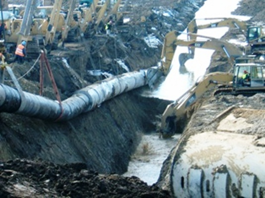 Lowering in concrete coated pipe in a deep trench